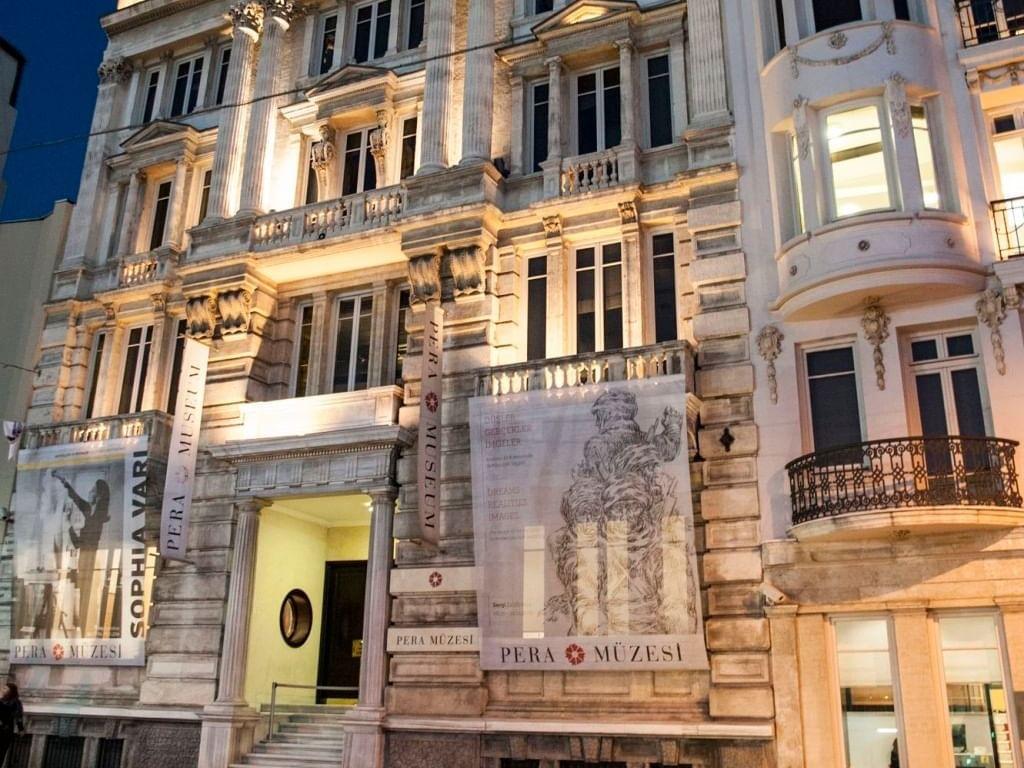 Lightening Exterior design at Eresin Taxim Premier