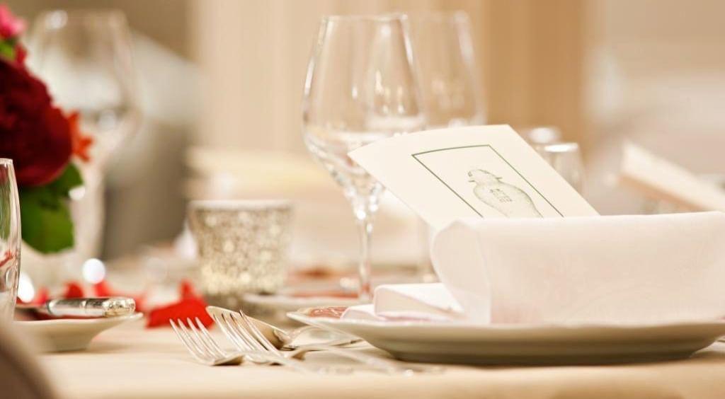 Vaisselle du restaurant à l'Hôtel Westminster Warwick Paris
