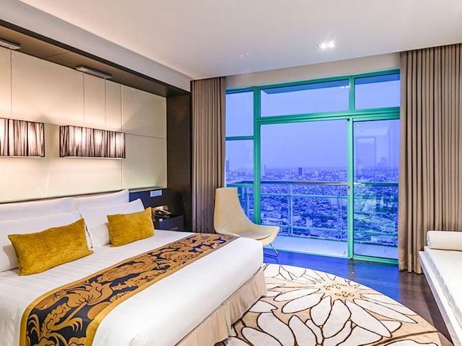 Presidential Suite bedroom at Chatrium Hotel Riverside Bangkok