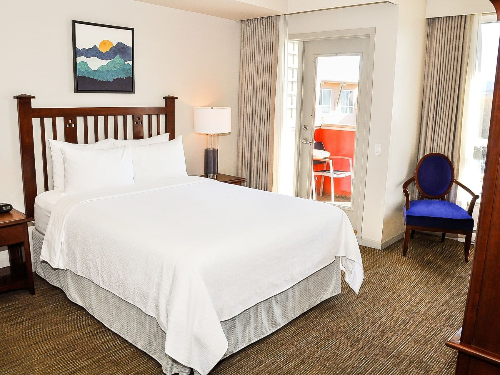 Accessible Room with one bed at Manteo Resort