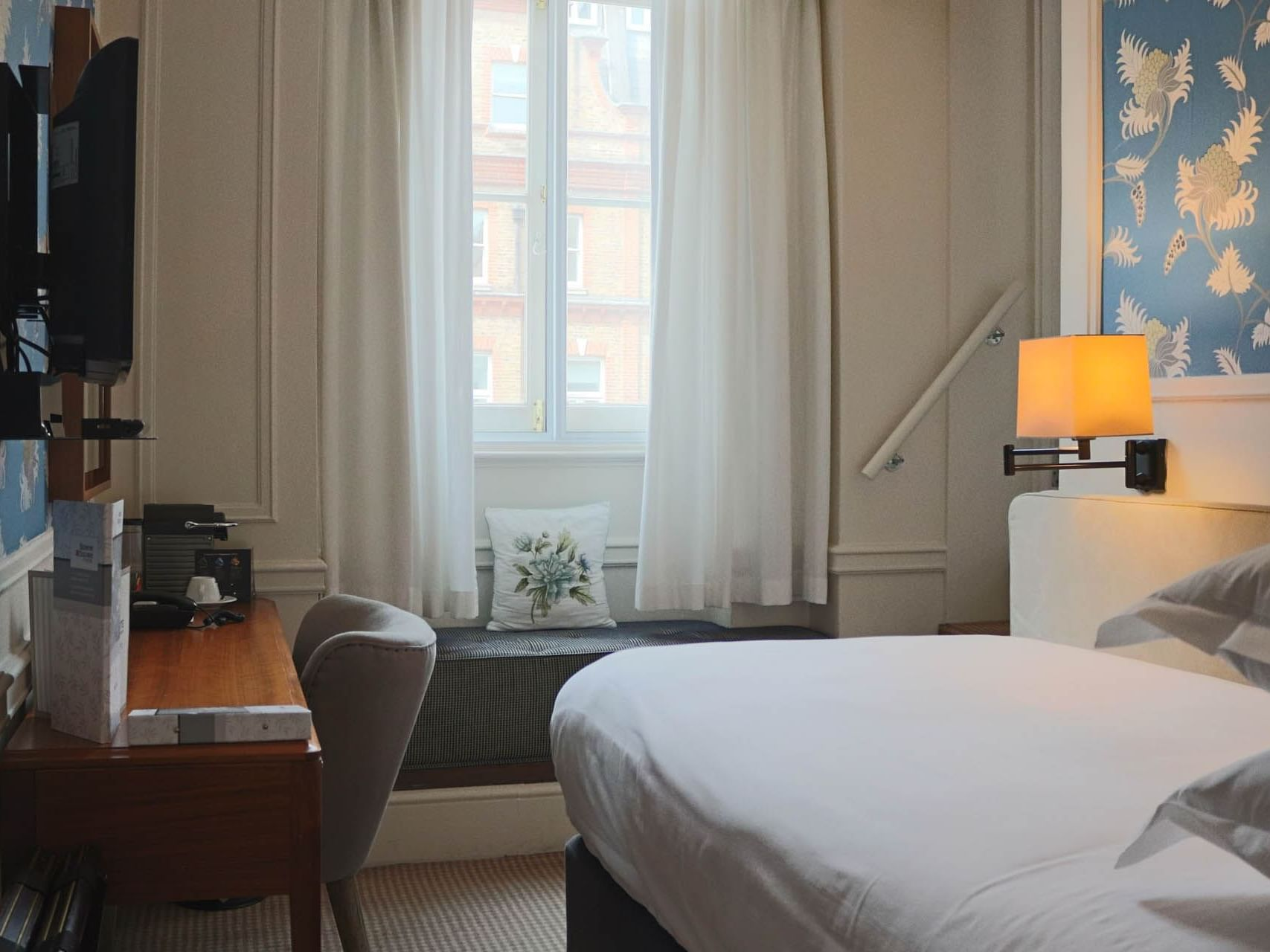 Single rooms with single bed at Sloane Square Hotel