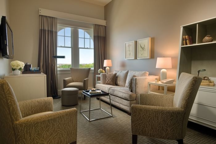 Lounge area in hotel room