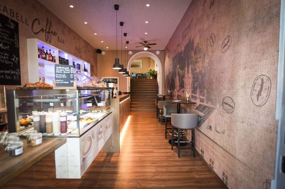 Mirabell Coffee Bar, Österreichische Kaffeehauskultur im Schloss Hotel Pichlarn, Ennstal