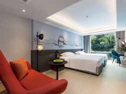 Twin beds in the guestroom at Maitria Hotel Rama 9 Bangkok