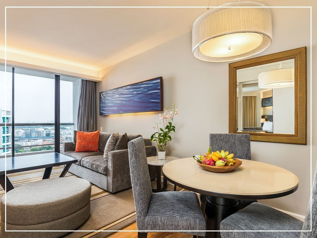 Grand Deluxe One-Bedroom Suite Chatrium Residence Sathon