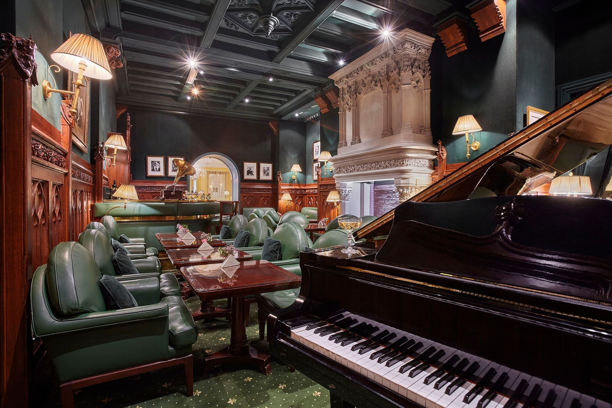 Piano du Duke's Bar à l'Hôtel Westminster Warwick Paris