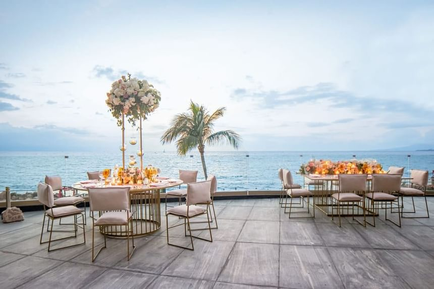 sea and magical dining place  at Sunset Plaza Beach Resort