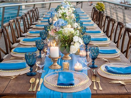 blue decoration dining table at Sunset Plaza Beach Resort
