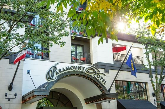 Front view with a logo of Paramount Hotel Seattle logo