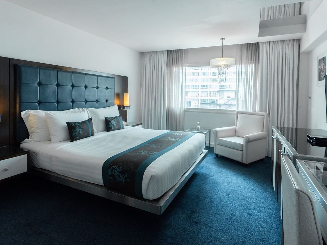 white color king size bed in Bronze king   at Dream Bangkok.
