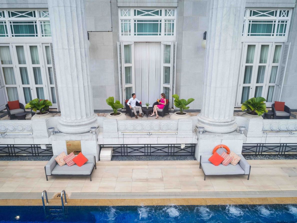 The outdoor area in the Quay Room with Pool View at the hotel