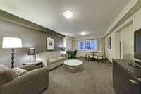 Coast-Kamloops-Premium-Suite-1-King-Parlour 1