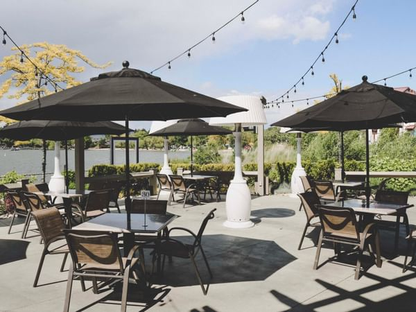 Dining area at the Patio in Manteo Resort