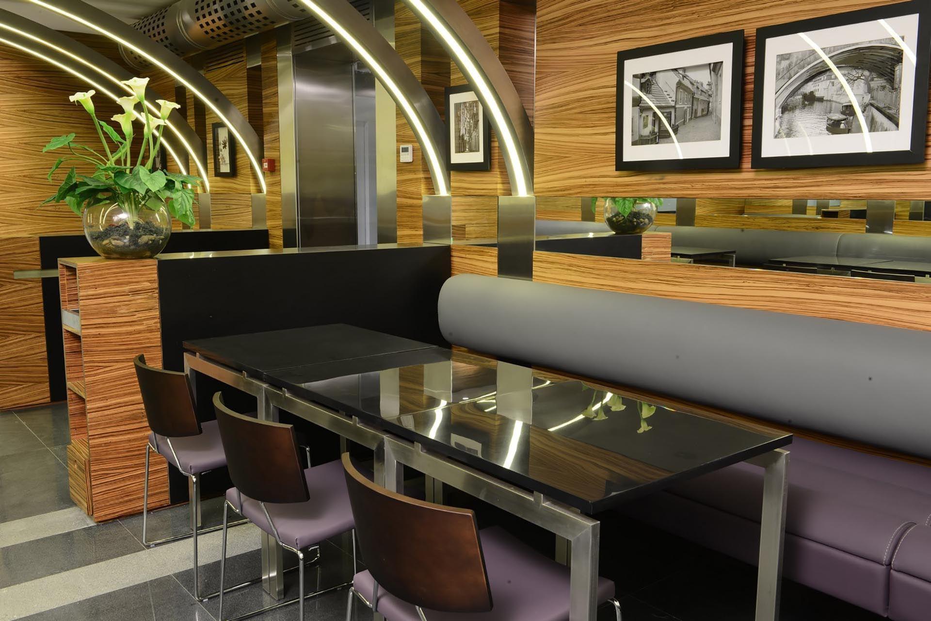 O'cocco Restaurant inside