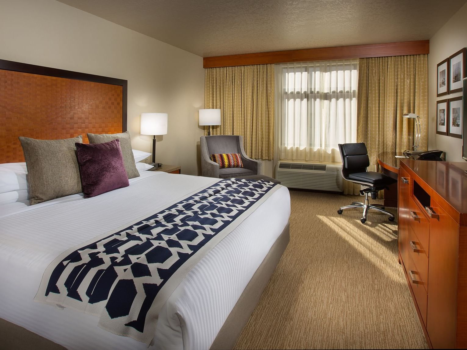 Bedroom of Traditional King at  Paramount Hotel Seattle