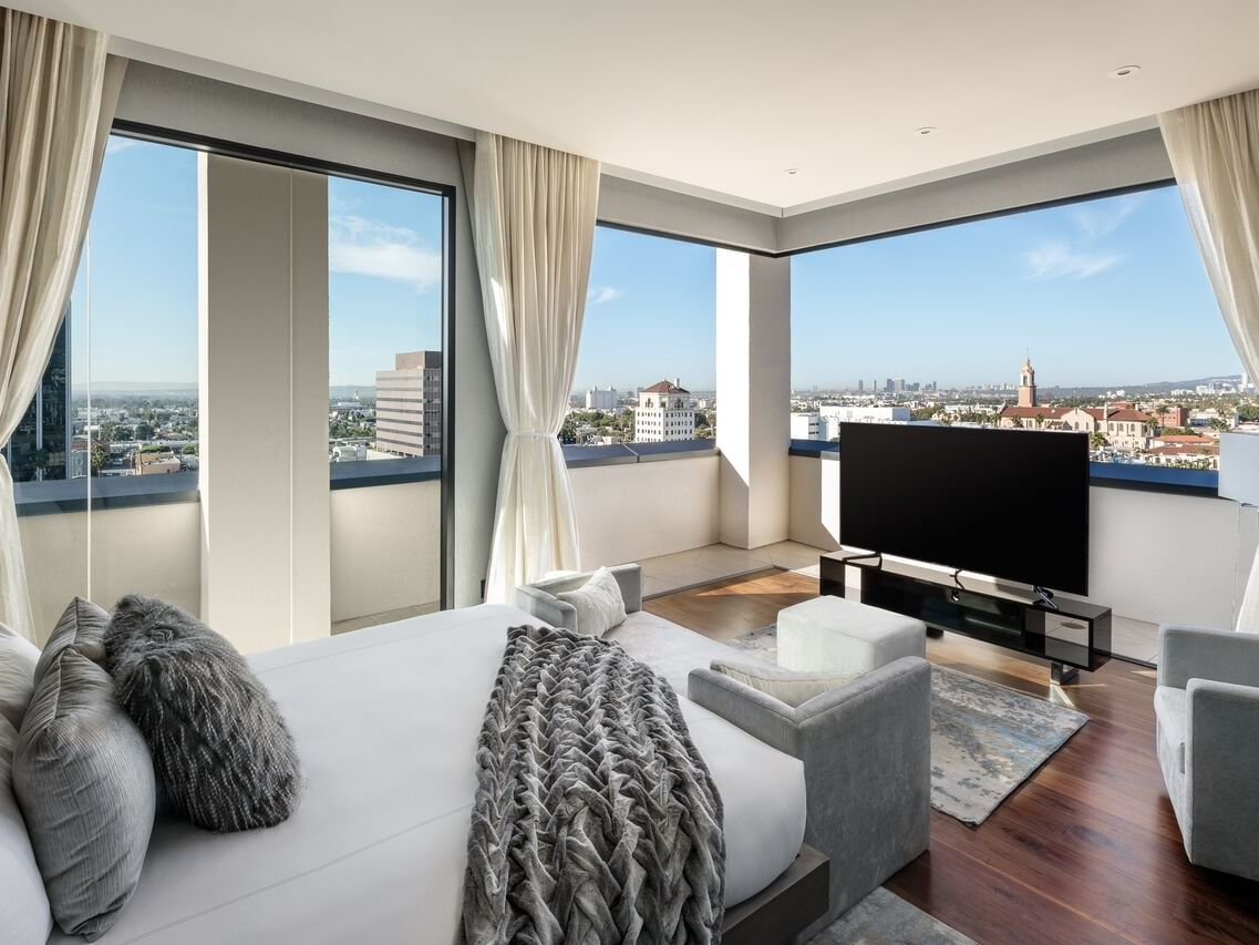 King size bed with city view  Guest house at Dream Hollywood
