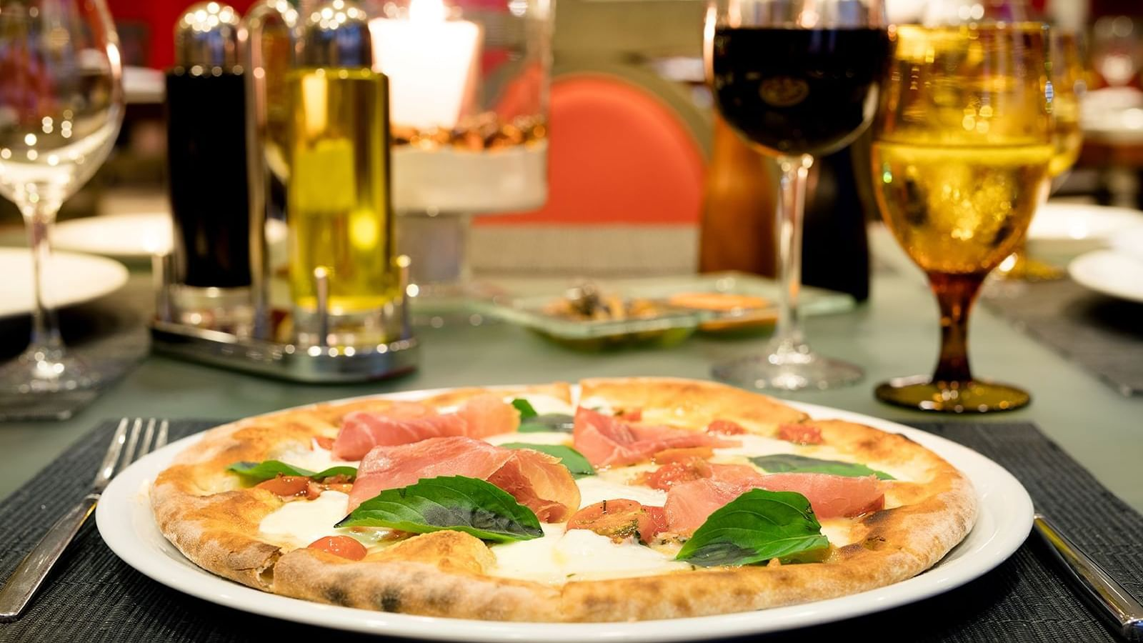 Pizza and wine served at Tavola Restaurant in Princess Mundo Imperial