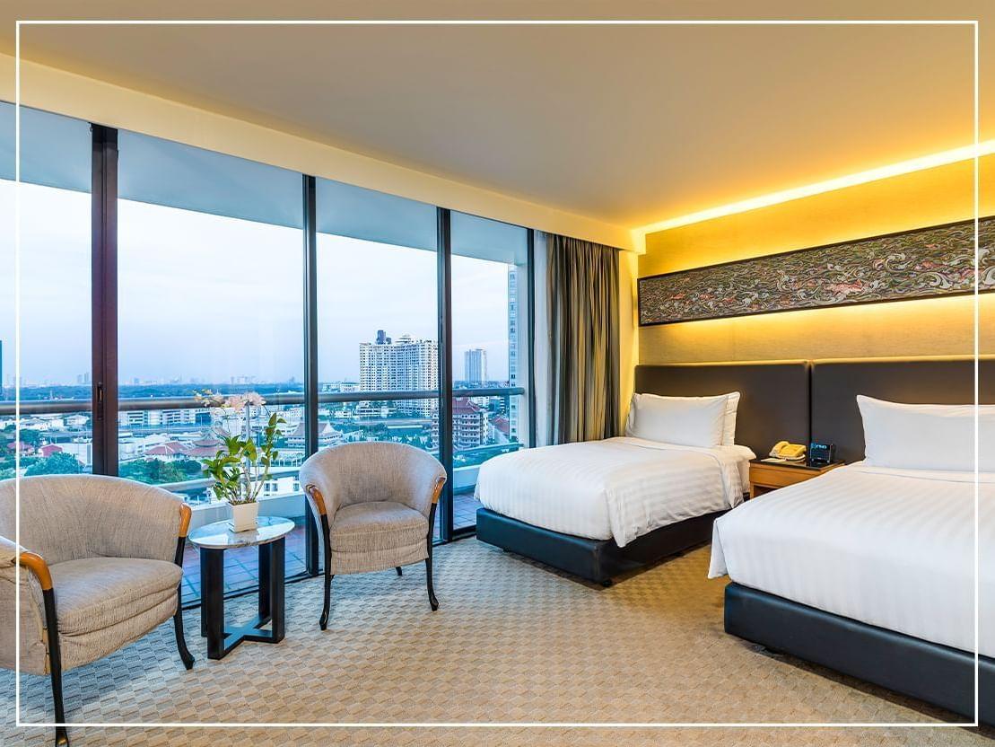 Queen beds in Grand Deluxe Studio Twin suite at  Chatrium hotel