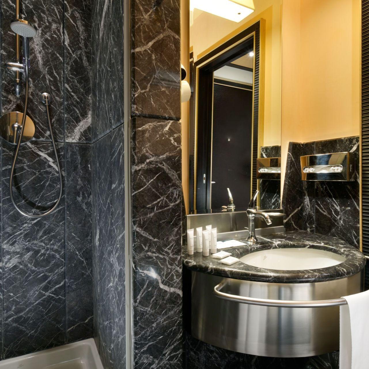 UH_Malpensa_ClassicRoom_single_bathroom
