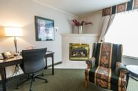 Coast High Country Inn - Premium King Suite Sofa Bed Fireplace