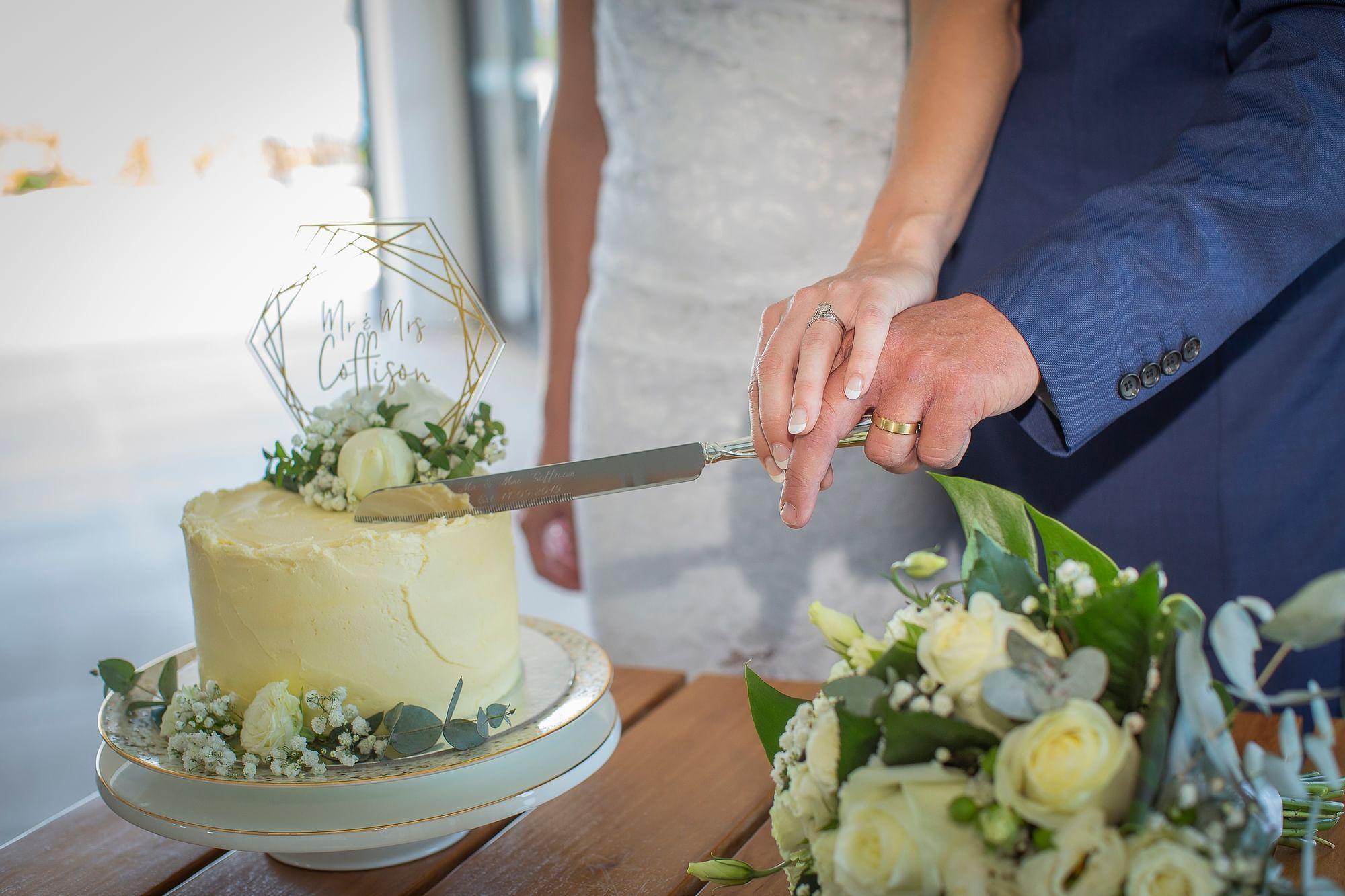 Couple cutting the wedding cake at Daydream Island Resort