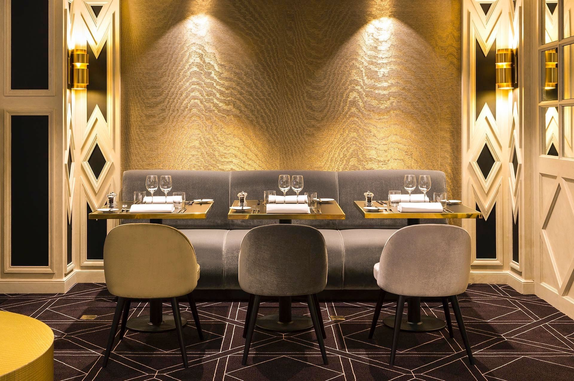 The Avenue Restaurant Table for 6 at Hotel Barsey by Warwick