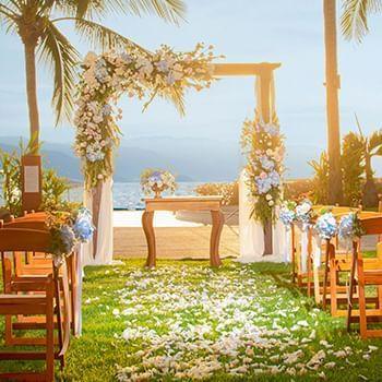 Romantic beach wedding at Sunset Plaza Beach Resort