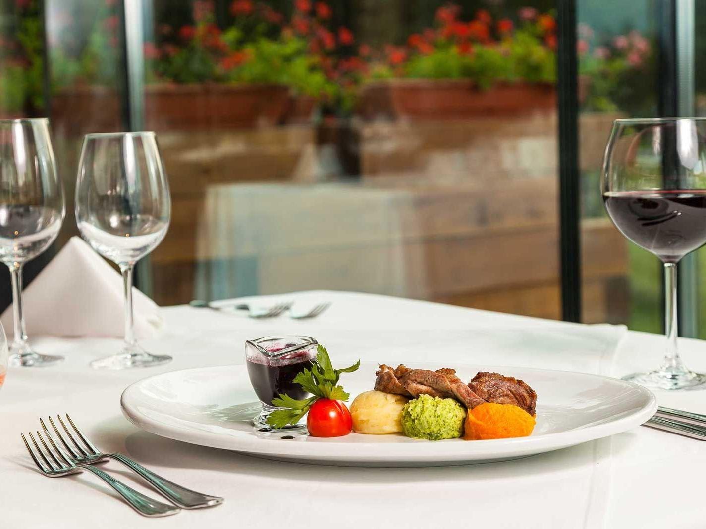 A vibrant dish served at Ana Hotels Sport Poiana Brașov
