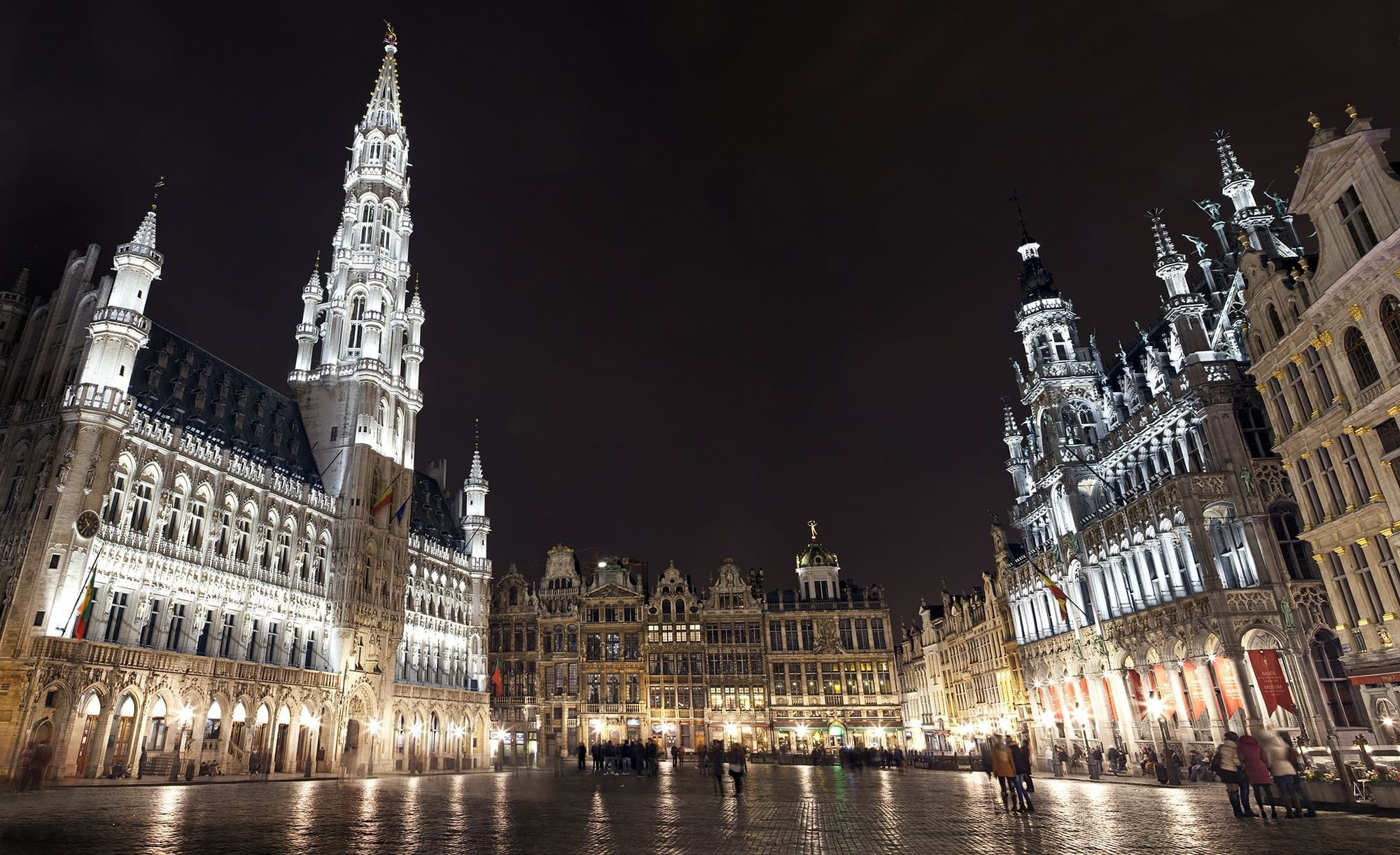 Brussels square by night