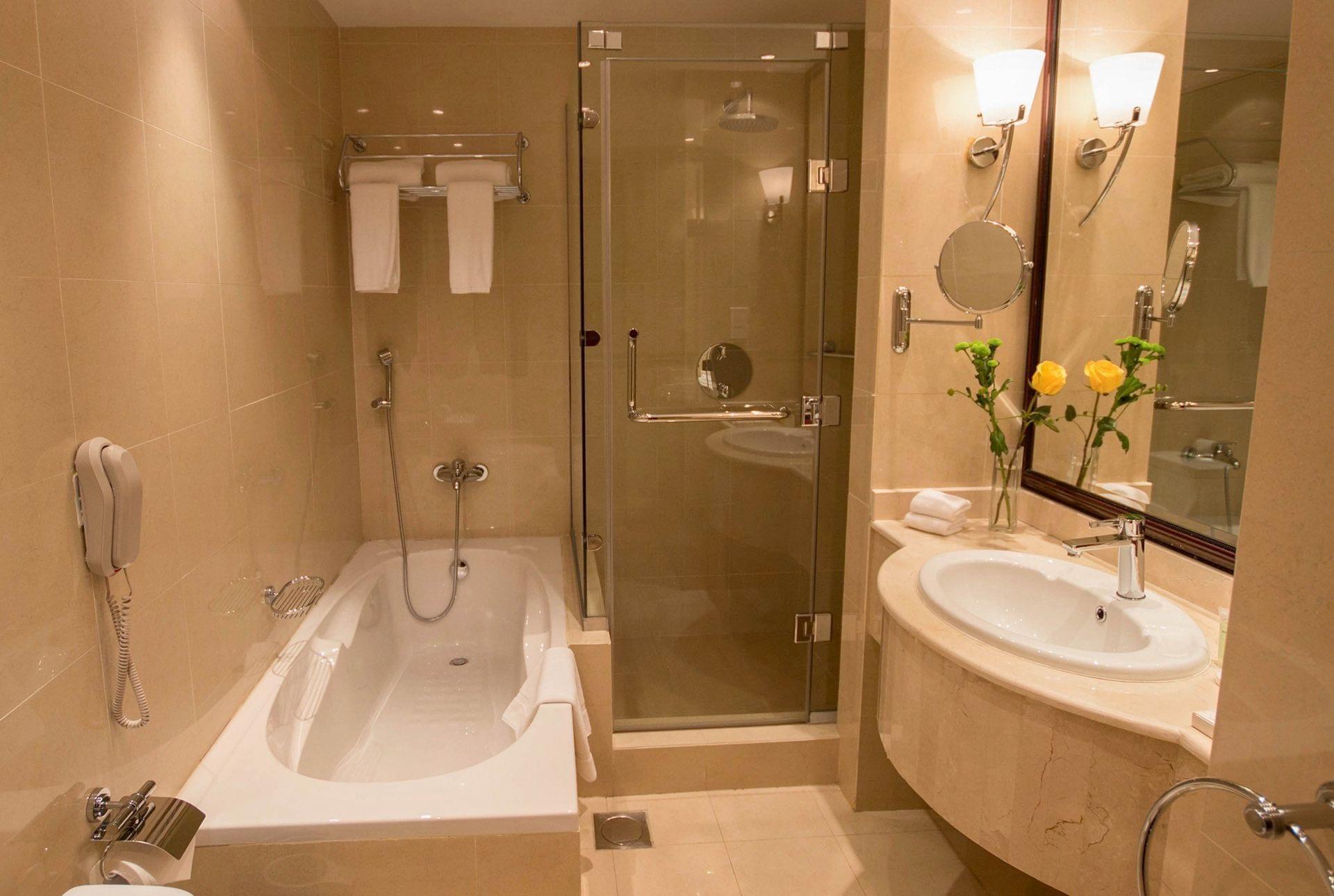 Bathroom Bath with shower