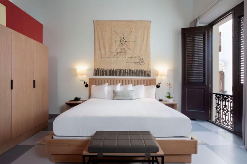 King bed at Palacio Provincial