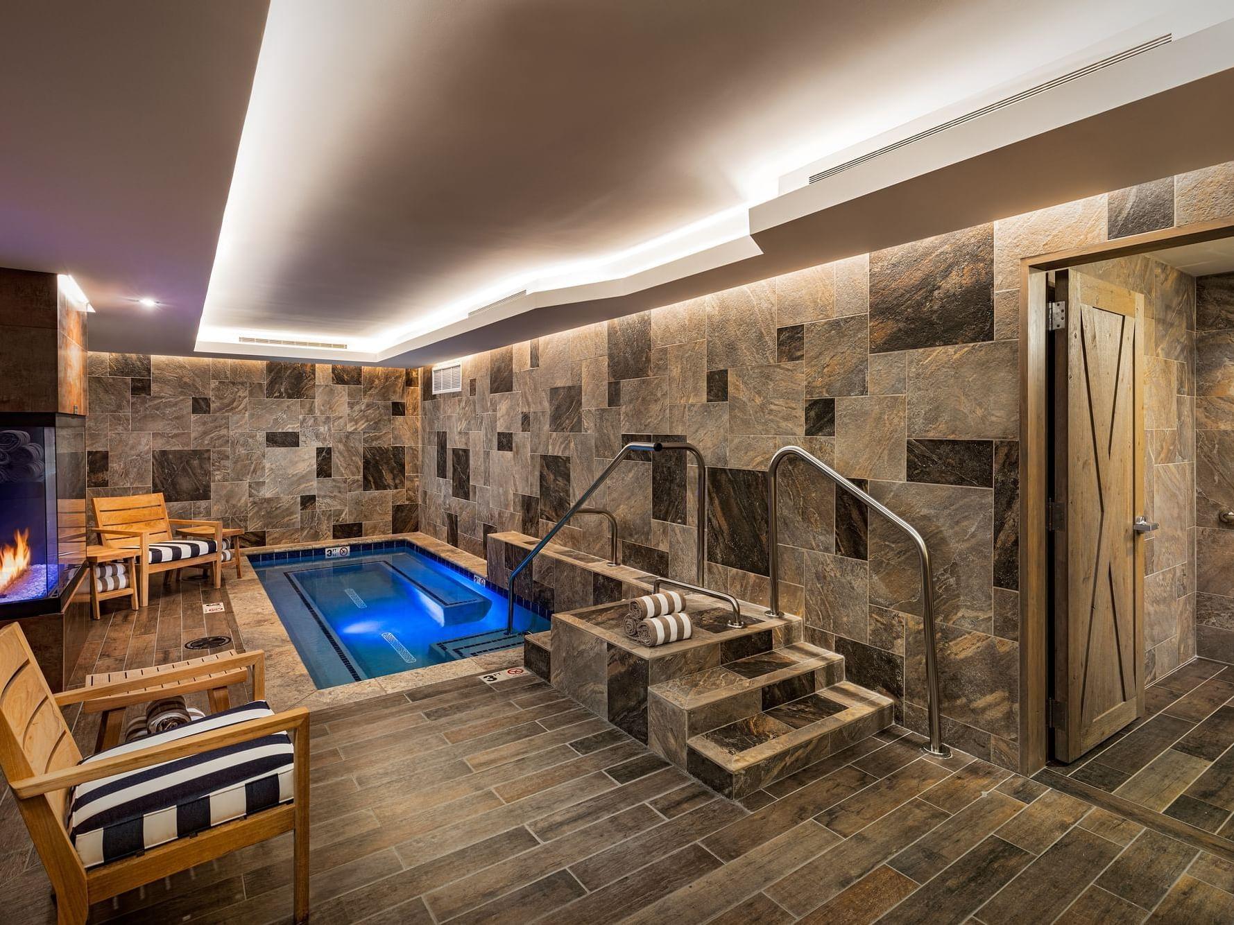 Hot tub at Wyoming Inn