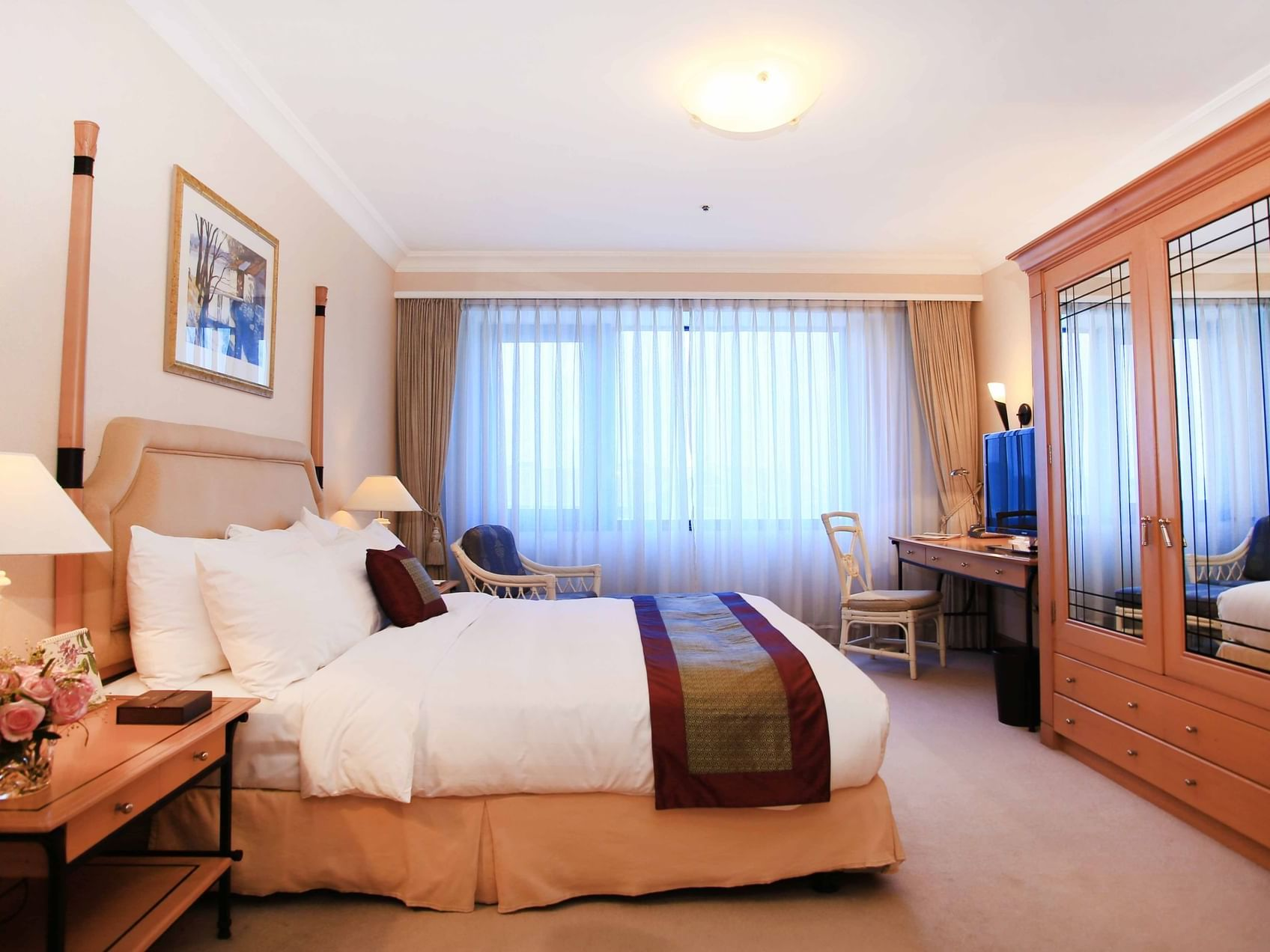 Deluxe Suite with one bed at Hanoi Daewoo Hotel