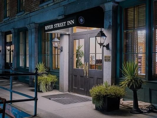 Side view of the entrance at River Street Inn