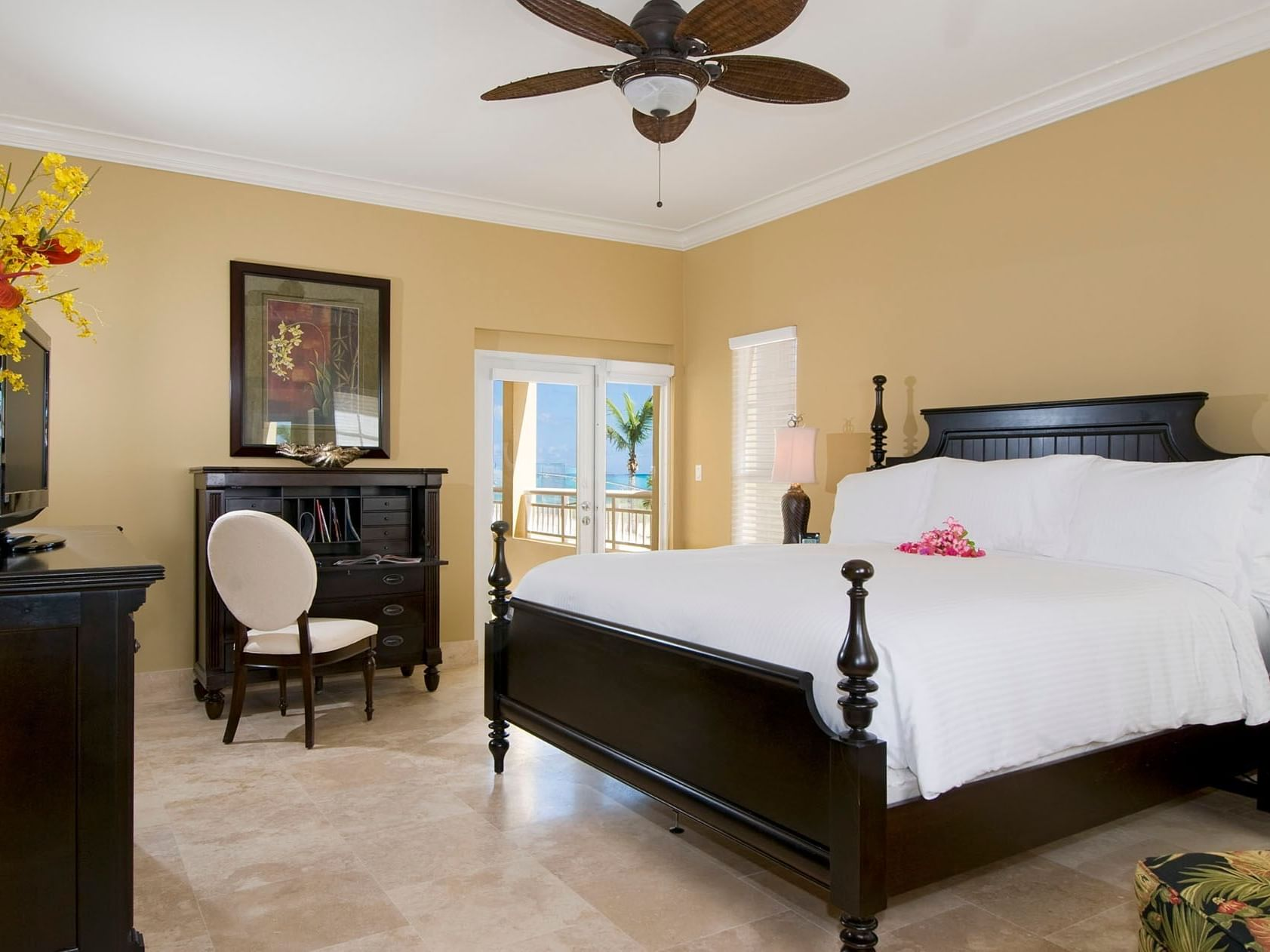 View of a master bedroom at Windsong Resort On The Reef