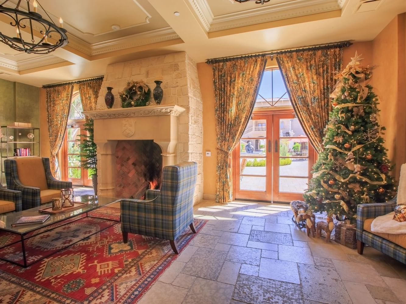 Sequoia room decorated with Christmas tree