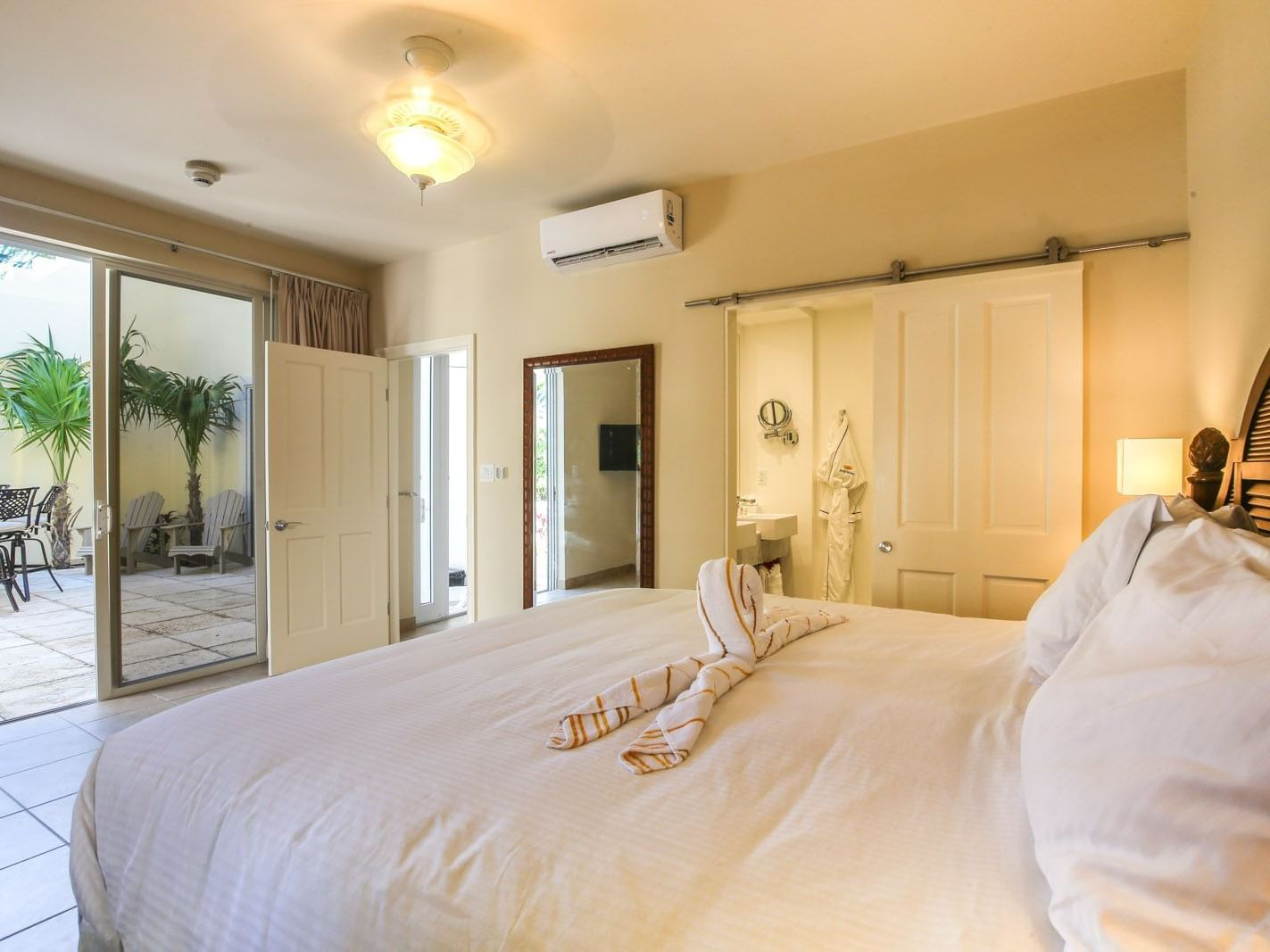 Bedroom of 2 Bedroom Lanai Bungalow at Windsong Resort On The Reef