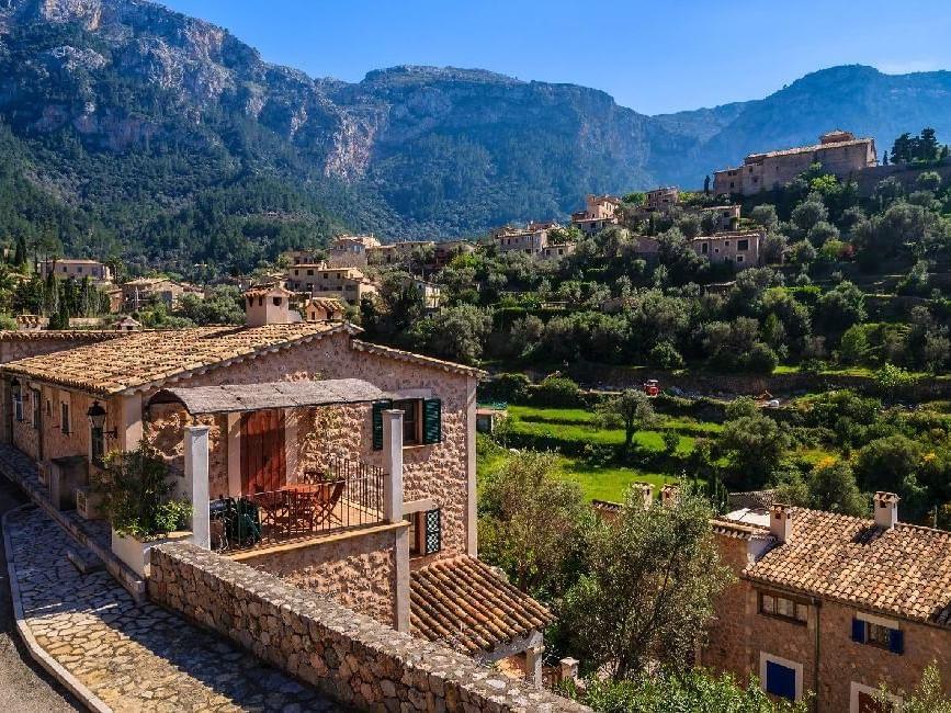 Die Stadt Deià auf Mallorca