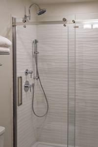 Coast Oliver Hotel - Premium King with Bathroom Shower