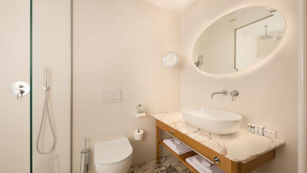 Superior Comfort Room_Bathroom