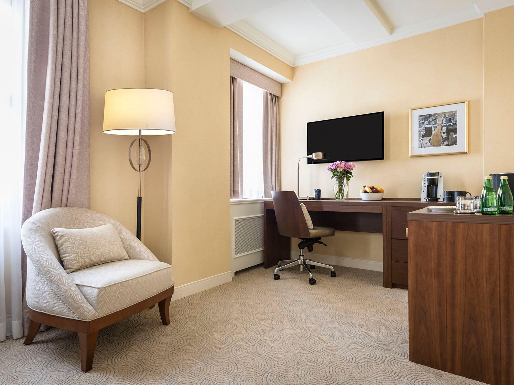 King Room - Desk Area