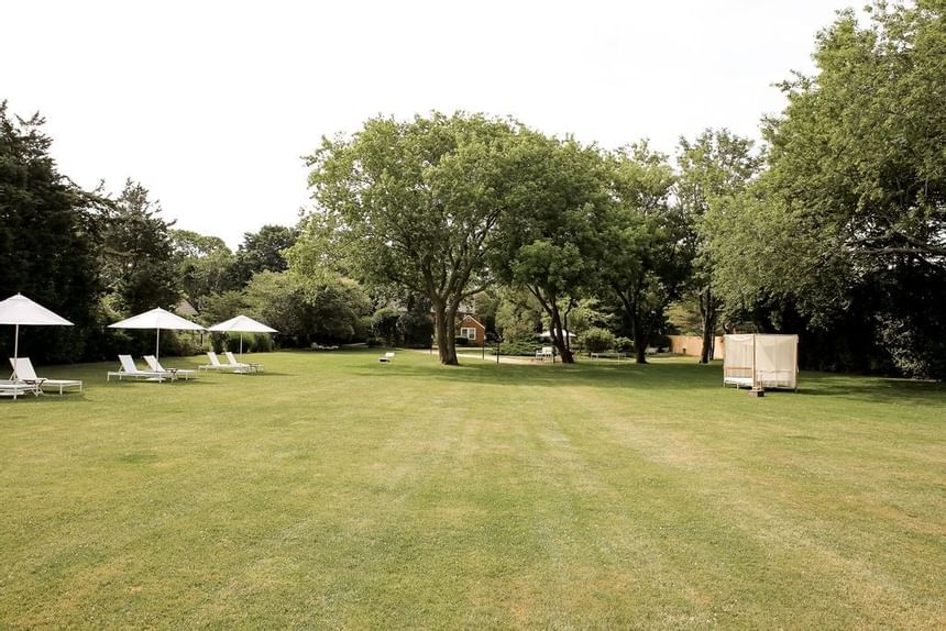 Outdoor Loungers, The Roundtree, Amagansett, Hotel in Hamptons