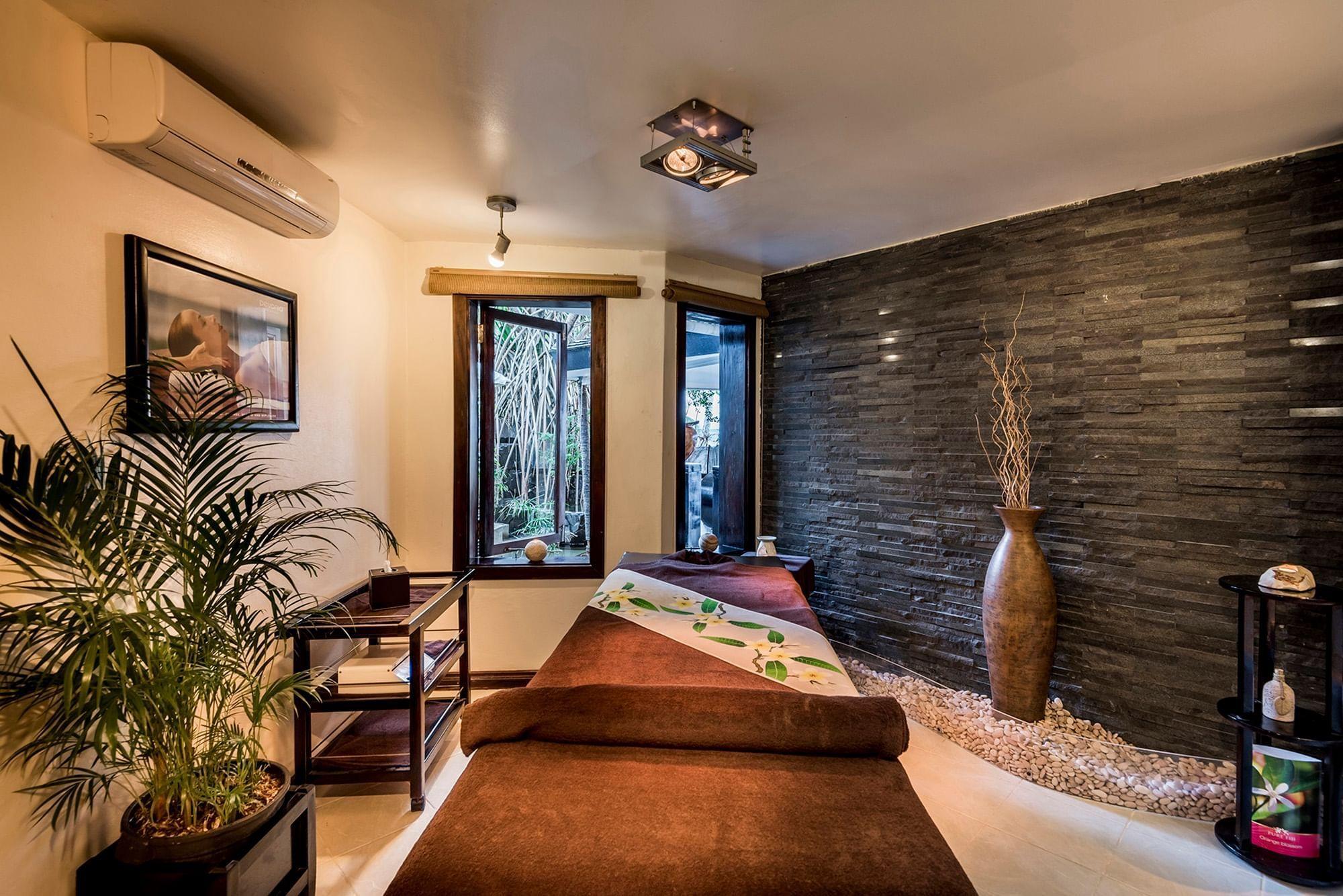 Massage Table Single at Warwick Fiji