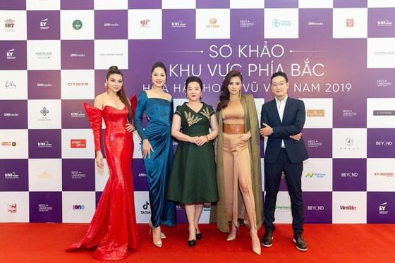 Red carpet photo shoot at Hanoi Daewoo Hotel