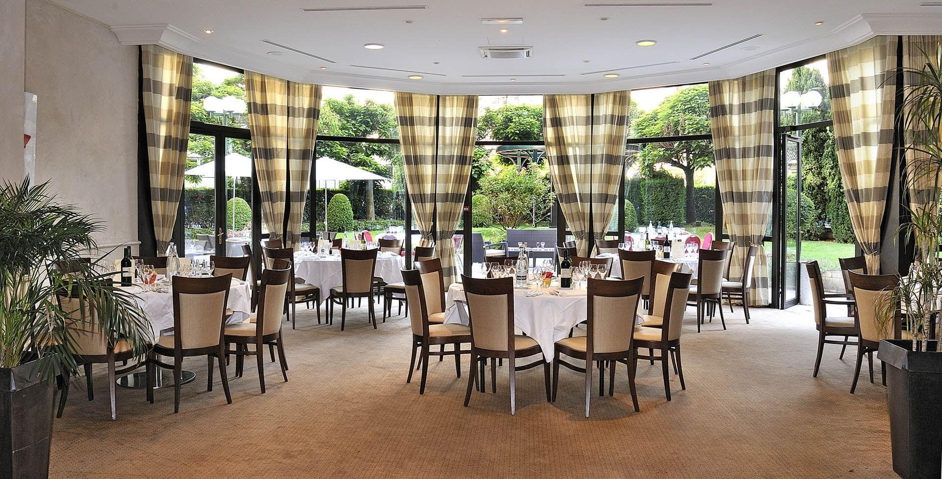 Roseraie banqueting room at Warwick Astrid Lyon