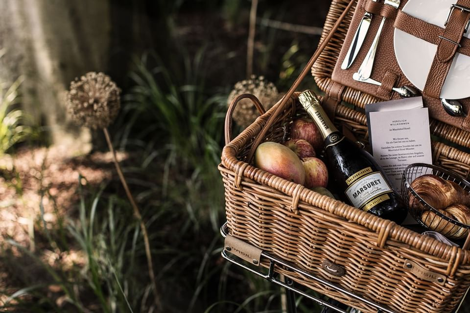 Picnic basket with a champagne at Mauritzhof Hotel Münster