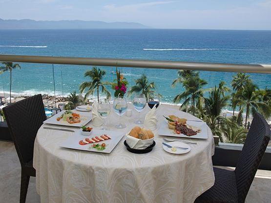 beech dining at Sunset Plaza Beach Resort