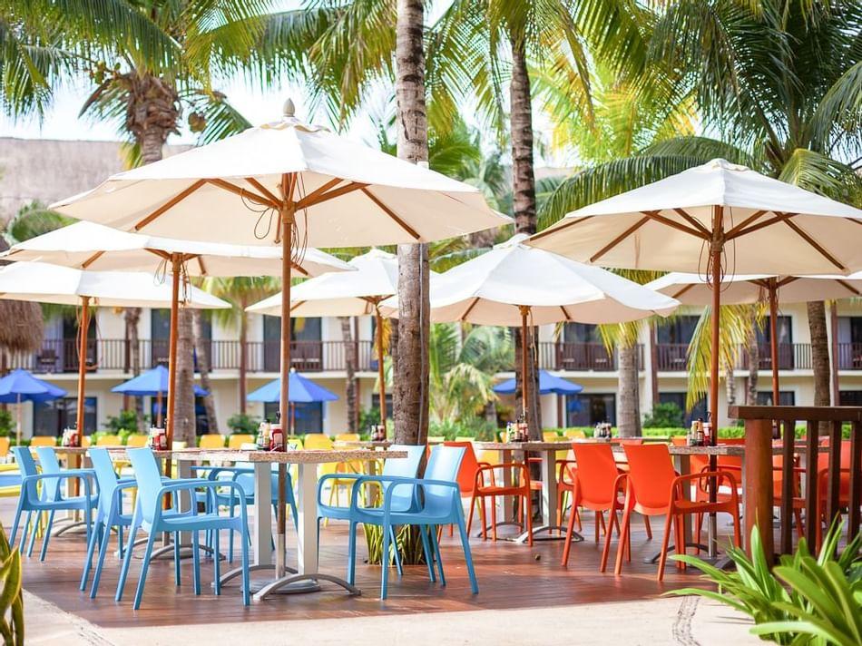 Outdoor area of El Palmar Snack Bar at The Reef Coco Beach