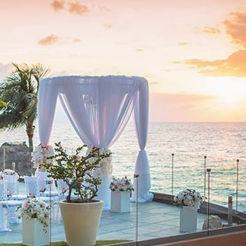 Royal decoration at Sunset Plaza Beach Resort