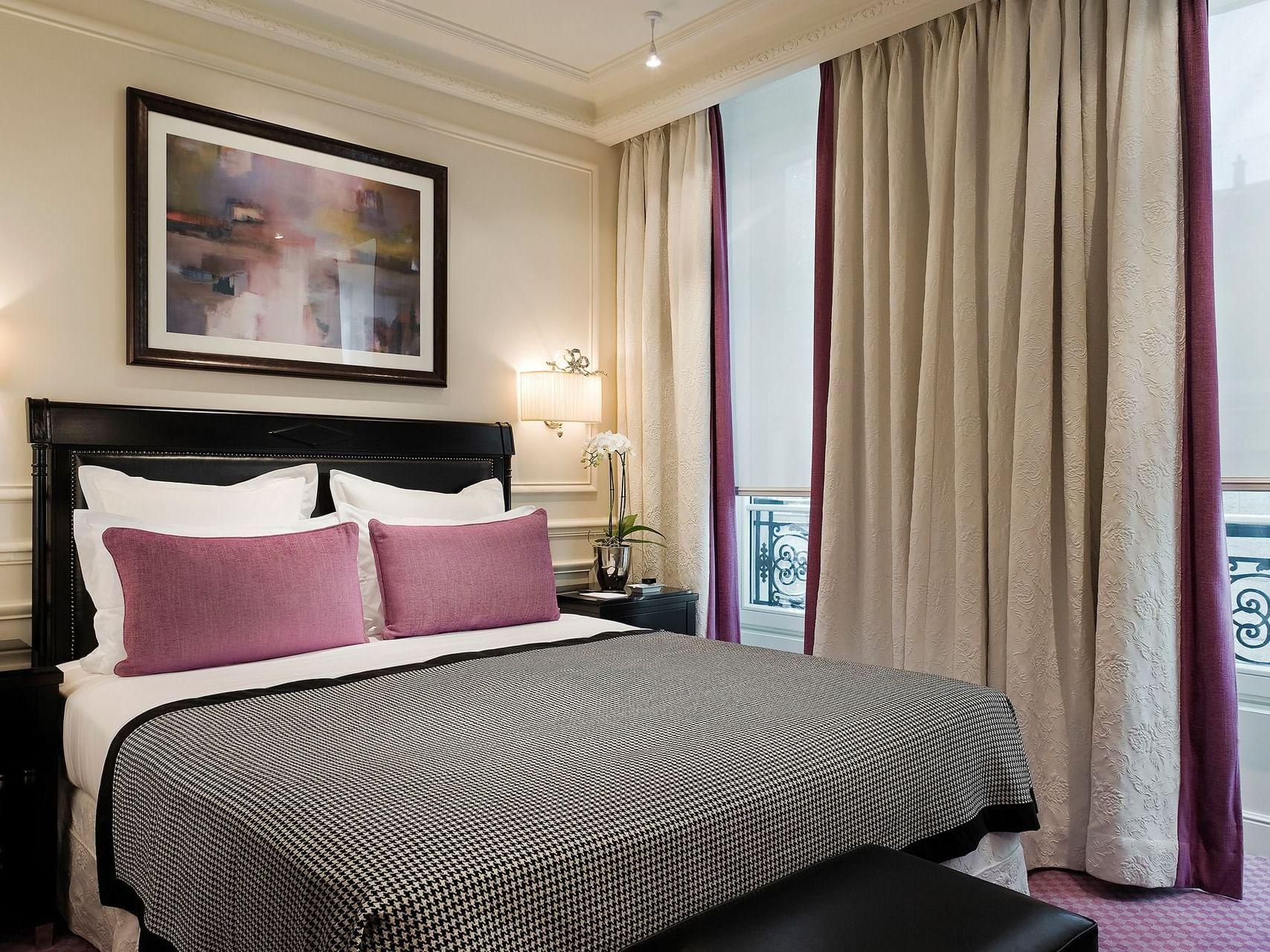 Standard room at Hotel Keppler Paris